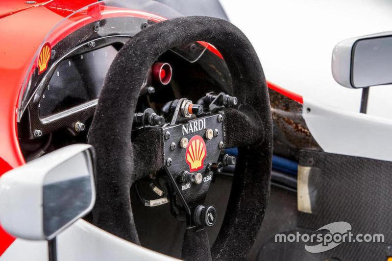 McLaren Cosworth Ford MP4/8A Айртона Сенны 1993 года: руль
