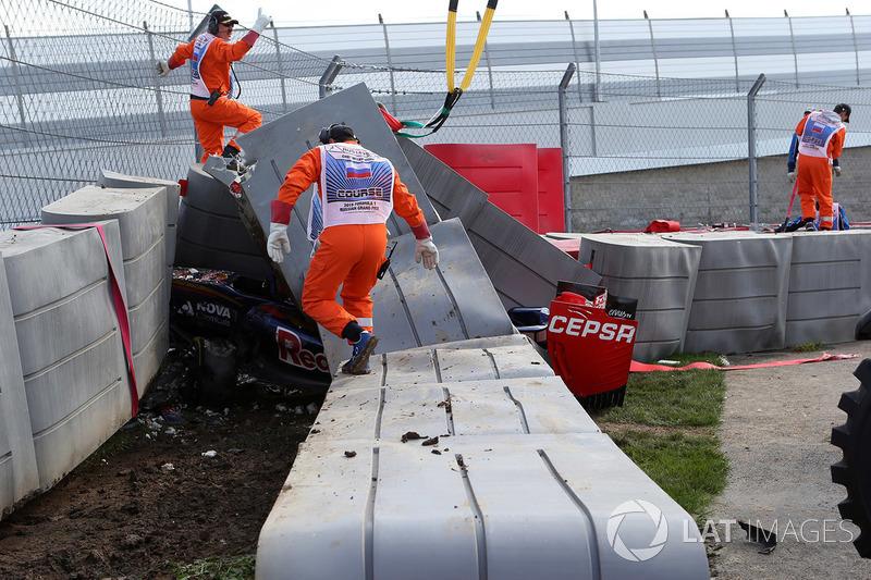 Розбита машина Карлоса Сайнса, Scuderia Toro Rosso