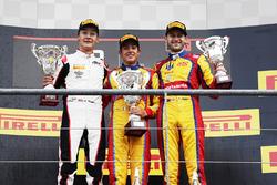 Podium : le vainqueur Giuliano Alesi, Trident, le deuxième George Russell, ART Grand Prix, le troisième Ryan Tveter, Trident