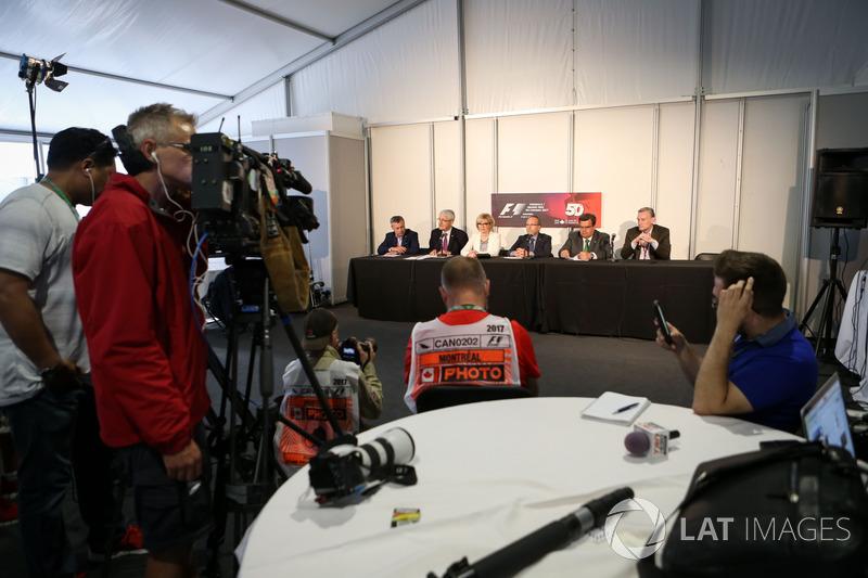 Промоутер Гран При Канады Франсуа Дюмонтье, мэр Монреаля Дени Кодер и Росс Браун