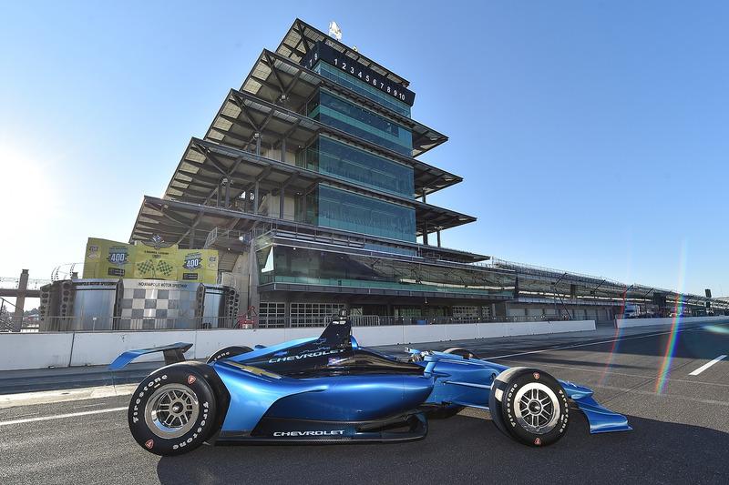 Машина IndyCar 2018 року із двигуном Chevrolet