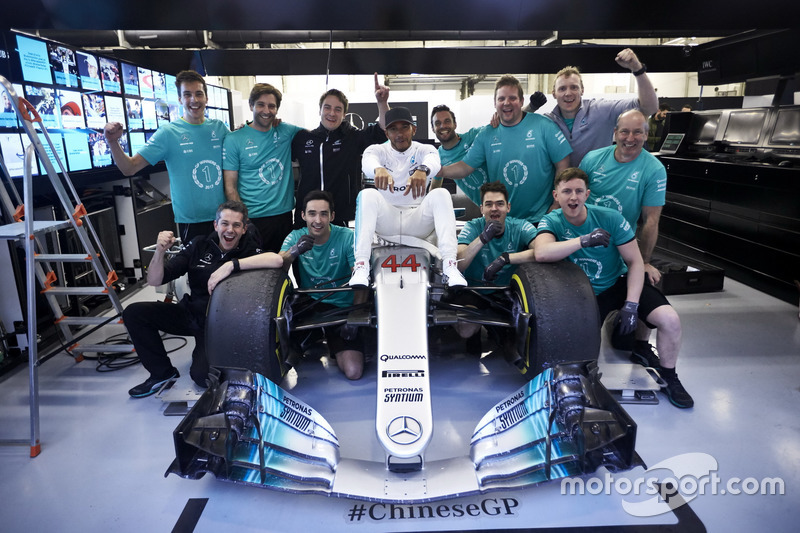 Lewis Hamilton, Mercedes AMG, celebrates victory with his team