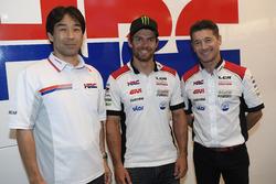 Tetsuhiro Kuwata HRC Director, Cal Crutchlow, LCR Honda y Lucio Cecchinello, LCR Honda Team Principal