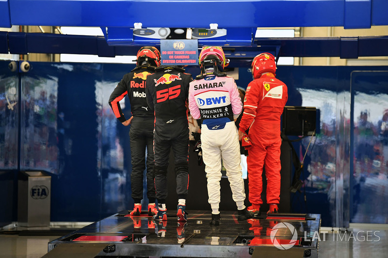 Daniel Ricciardo, Red Bull Racing, Max Verstappen, Red Bull Racing and Sergio Perez, Sahara Force In