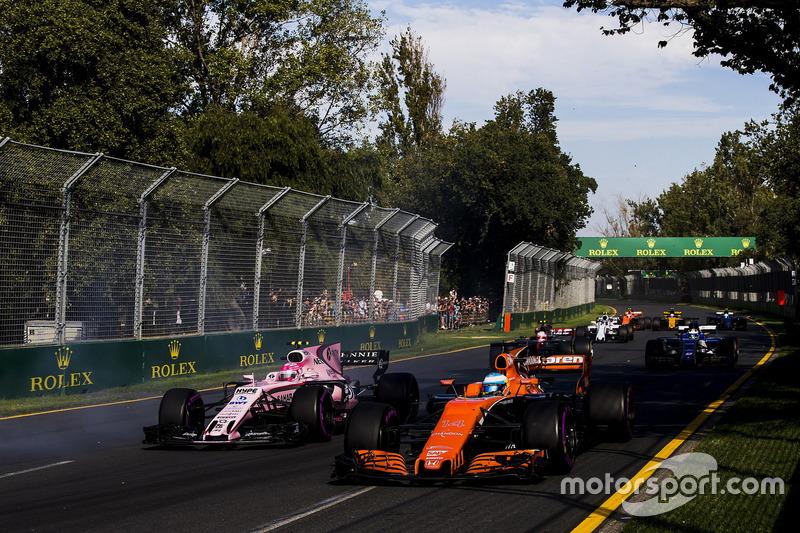 Fernando Alonso, McLaren MCL32; Esteban Ocon, Force India VJM10