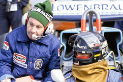 James Hunt, McLaren M26, Ford; mit Teddy Mayer