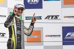 Podium: Race winner Lando Norris, Carlin, Dallara F317 - Volkswagen