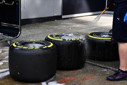 Des pneus Pirelli sont lavés