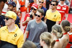 Nico Hulkenberg, Renault Sport F1 Team, Stoffel Vandoorne, McLaren MCL32, Jolyon Palmer, Renault Sport F1 Team, in the drivers parade
