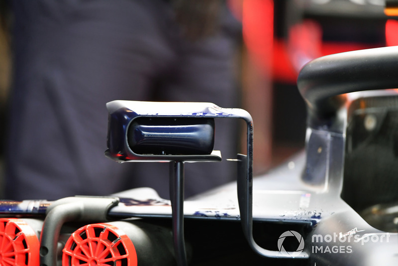 Espejo del Red Bull Racing RB14