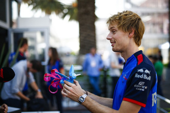 Brendon Hartley, Toro Rosso, holds an Alebrijes sculpture