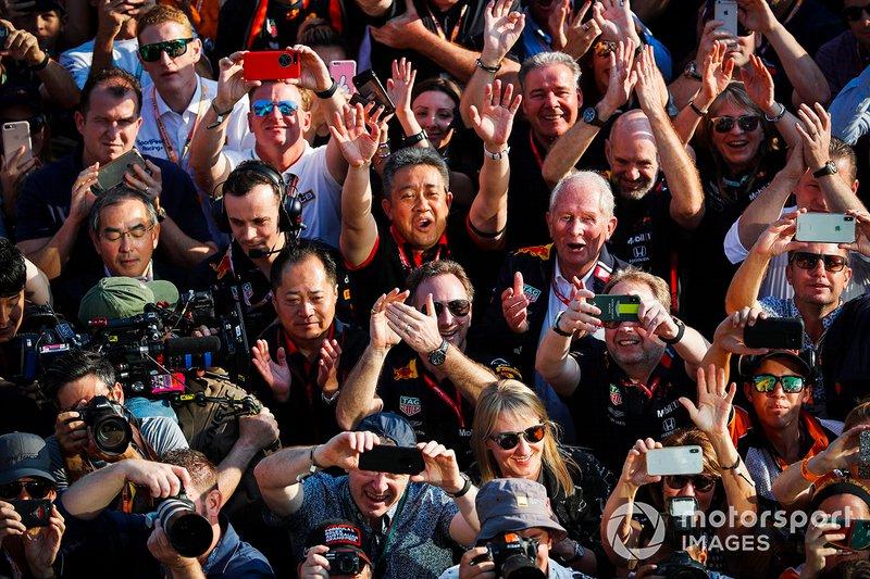 Christian Horner, Team Principal, Red Bull Racing, Helmut Markko, Consultant, Red Bull Racing, Yusuke Hasegawa, Senior Managing Officer, Honda, and Red Bull team members celebrate beneath the podium