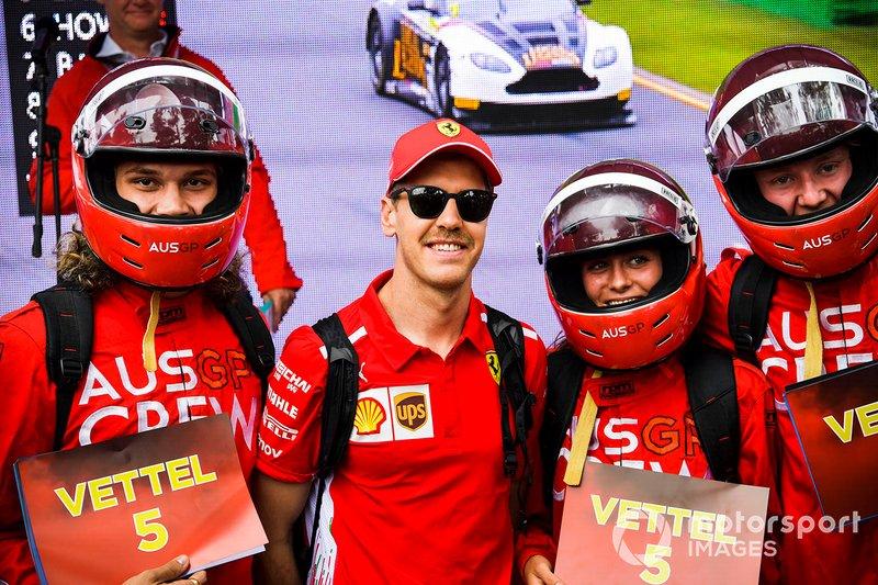 Sebastian Vettel, Ferrari, avec des fans
