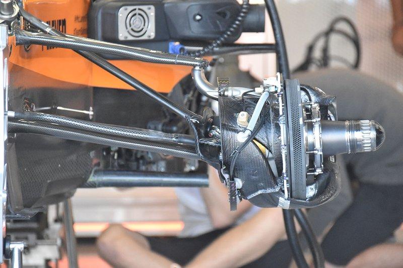 Detalle de suspensión McLaren MCL34