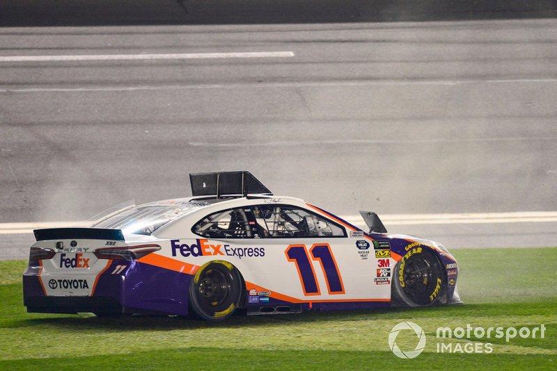 Denny Hamlin, Joe Gibbs Racing, Toyota Camry FedEx Express celebrates after winning