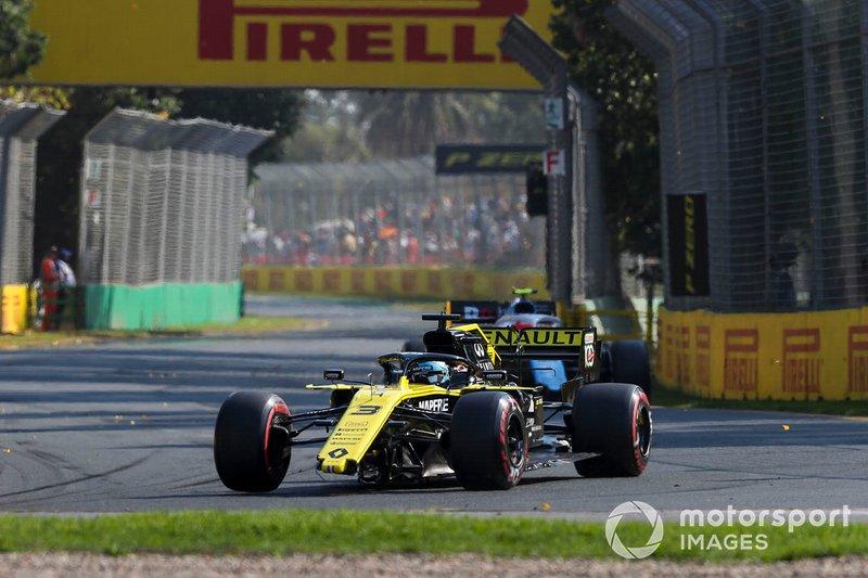 Daniel Ricciardo, Renault R.S.19 con daño en el alerón