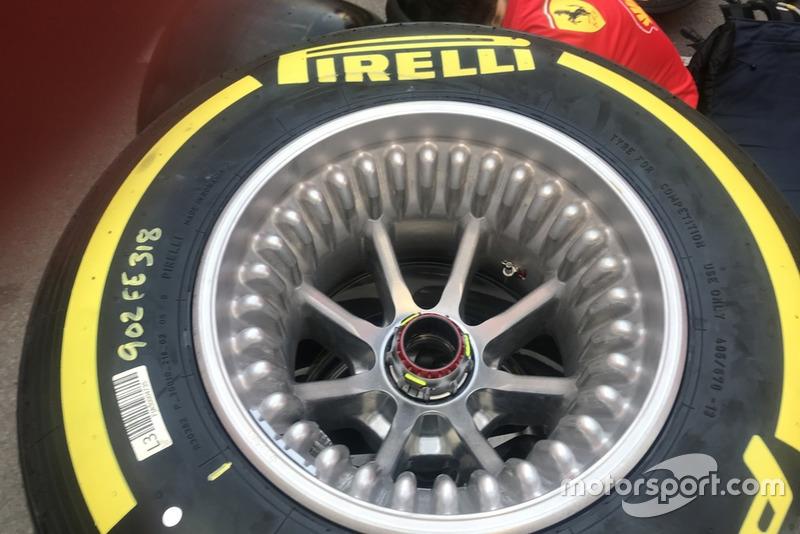 Pelek ban Ferrari SF90
