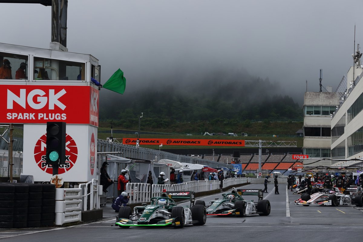Alesi (36) leads Miyata (37) at the exit of the pits