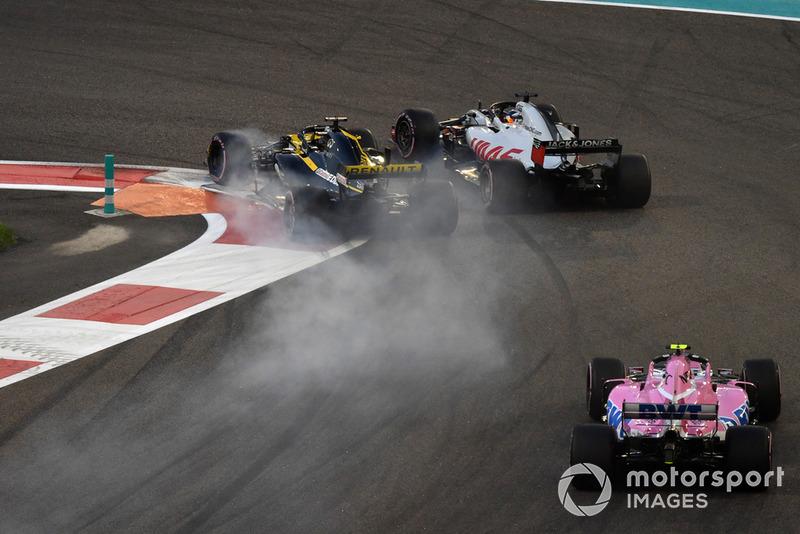 Nico Hulkenberg, Renault Sport F1 Team R.S. 18 et Romain Grosjean, Haas F1 Team VF-18 en lutte au premier tour