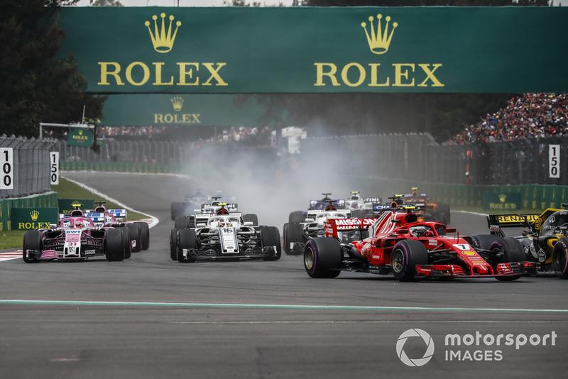 Kimi Raikkonen, Ferrari SF71H, Charles Leclerc, Sauber C37 y Esteban Ocon, Racing Point Force India VJM11