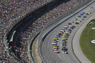Ryan Blaney, Team Penske, Ford Fusion REV, Clint Bowyer, Stewart-Haas Racing, Ford Fusion Cummins/Rush Truck Centers
