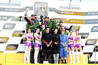 Podium: Race winner Esteban Guerrieri, ALL-INKL.COM Münnich Motorsport Honda Civic Type R TCR, second placeRob Huff, Sébastien Loeb Racing Volkswagen Golf GTI TCR, third place Norbert Michelisz, BRC Racing Team Hyundai i30 N TCR