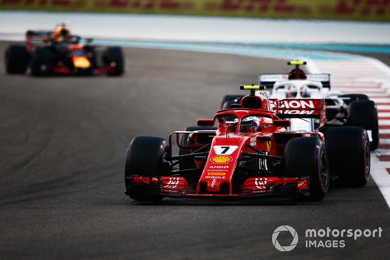 Kimi Raikkonen, Ferrari SF71H y Charles Leclerc, Sauber C37
