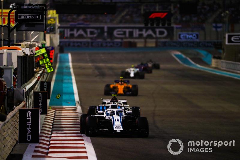 Lance Stroll, Williams FW41, precede Charles Leclerc, Sauber C37, e Stoffel Vandoorne, McLaren MCL33
