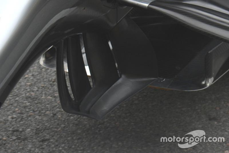 Mercedes F1 W07, Luftleitelemente am Chassis