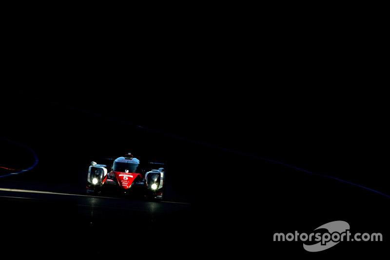 8. #5 Toyota Racing Toyota TS050 Hybrid: Ентоні Девідсон, Казукі Накалхіма, Себастьян Буемі