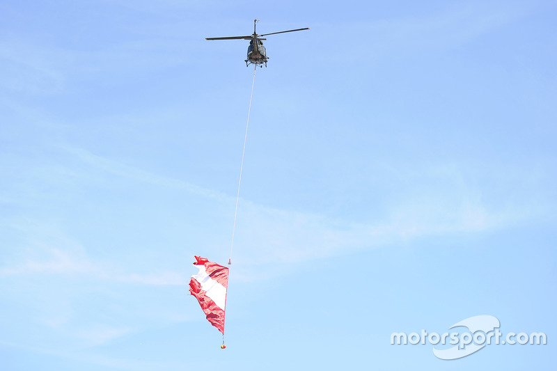 Elicottero con bandiera austriaca
