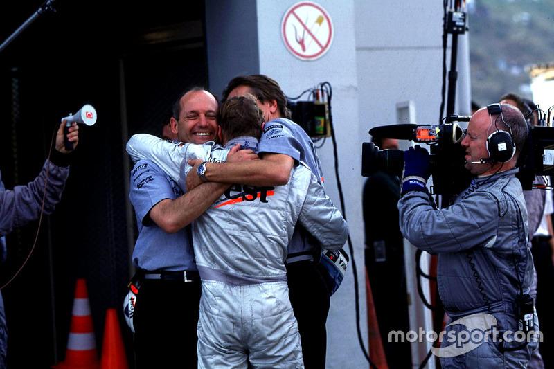 Рон Денніс і Міка Хаккінен, McLaren святкують перемогу
