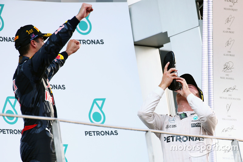Third placed Nico Rosberg, Mercedes AMG F1 celebrates on the podium by drinking champagne from the race boot of race winner Daniel Ricciardo, Red Bull Racing