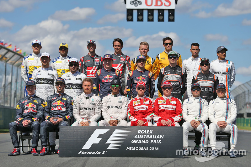 La Photo De Famille Des Pilotes Du D But De Saison Gp D