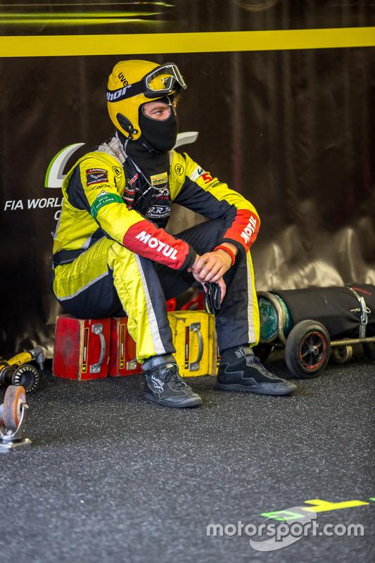 Larbre Competition: pit crew