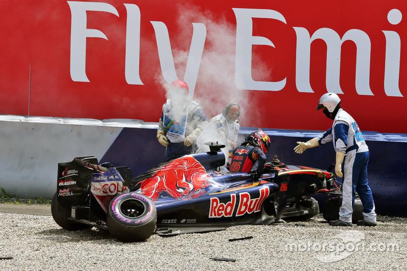 Daniil Kvyat, Scuderia Toro Rosso dopo un brutto impatto