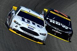 Jamie McMurray, Chip Ganassi Racing Chevrolet, Martin Truex Jr., Furniture Row Racing Toyota