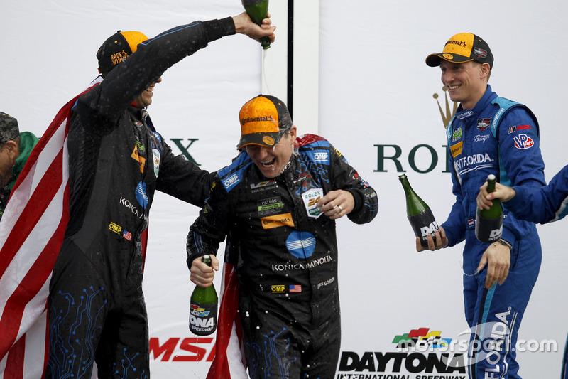 Champagne voor #10 Wayne Taylor Racing Cadillac DPi: Ricky Taylor, Jeff Gordon