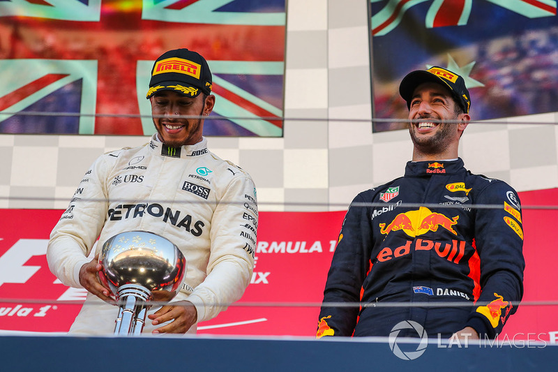 Race winner Lewis Hamilton, Mercedes AMG F1 celebrates on the podium with the trophy with Daniel Ricciardo, Red Bull Racing