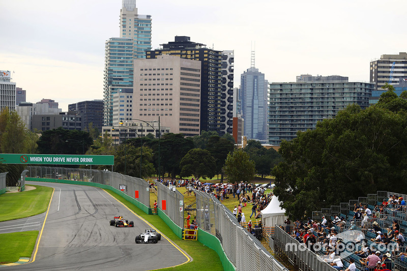 Lance Stroll, Williams FW40; Daniel Ricciardo, Red Bull Racing RB13