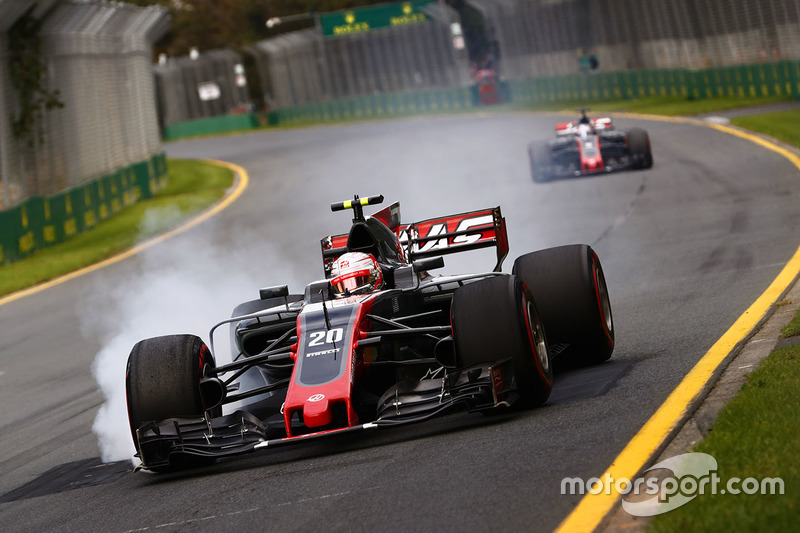 Kevin Magnussen, Haas F1 Team VF-17, verbremst sich