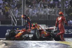 Kimi Raikkonen, Ferrari, Max Verstappen, Red Bull, dopo l'incidente