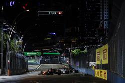 Stoffel Vandoorne, McLaren MCL32, Felipe Massa, Williams FW40