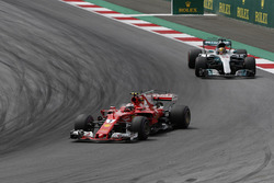 Кімі Райкконен, Ferrari SF70H, Льюіс Хемілтон, Mercedes AMG F1 F1 W08