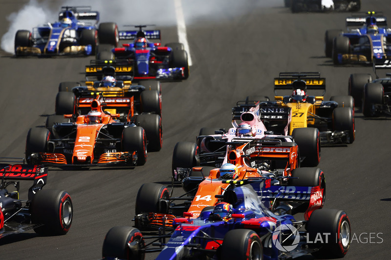 Marcus Ericsson, Sauber C36, Carlos Sainz Jr., Scuderia Toro Rosso STR12, Fernando Alonso, McLaren MCL32, Sergio Perez, Sahara Force India F1 VJM10, Stoffel Vandoorne, McLaren MCL32, Nico Hulkenberg, Renault Sport F1 Team RS17, Jolyon Palmer, Renault Sport F1 Team RS17