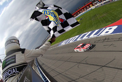 Kyle Larson, Chip Ganassi Racing Chevrolet, takes the checkered flag