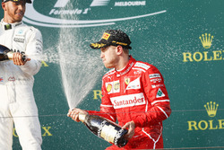 Podyum: 2. Lewis Hamilton, Mercedes AMG, yarış galibi Sebastian Vettel, Ferrari