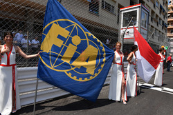 Grid girls and flag