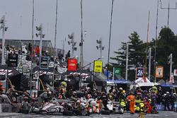Will Power, Team Penske Chevrolet, Josef Newgarden, Team Penske Chevrolet, Helio Castroneves, Team Penske Chevrolet, Simon Pagenaud, Team Penske Chevrolet make pit stops