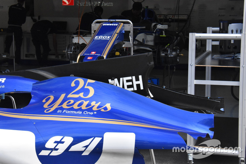 Sauber C36, engine cover